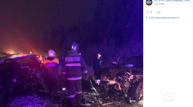 Водитель погиб в лобовом столкновении под Петербургом