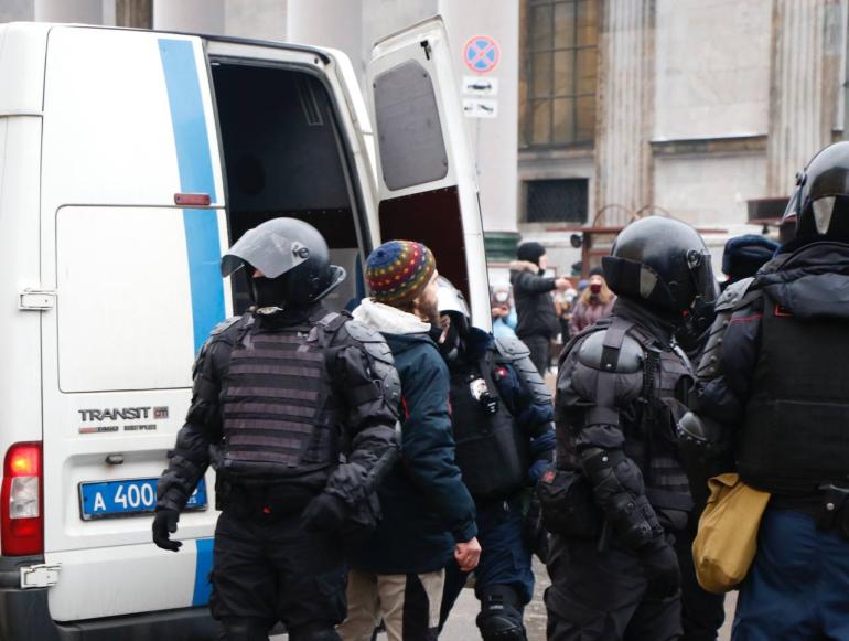 Больше 80 участников митинга в поддержку Навального получили штрафы и аресты