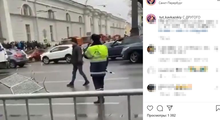 На акции протеста в Петербурге полицейского ударили в лицо