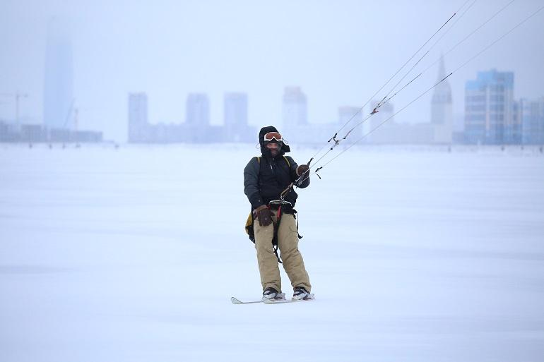 Фоторепортаж: как петербургские рыбаки нарушают запрет выхода на лед