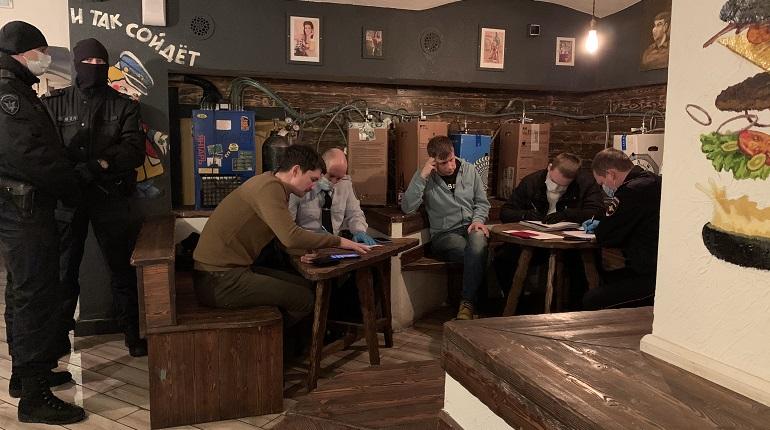 В Петербурге оштрафуют шесть баров и более 100 посетителей