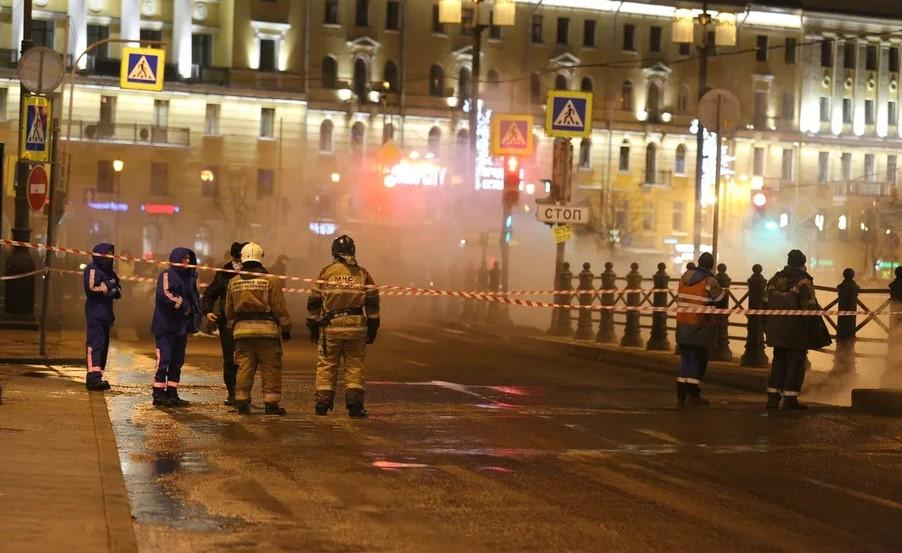 Многострадальная труба на Московском проспекте снова лопнула