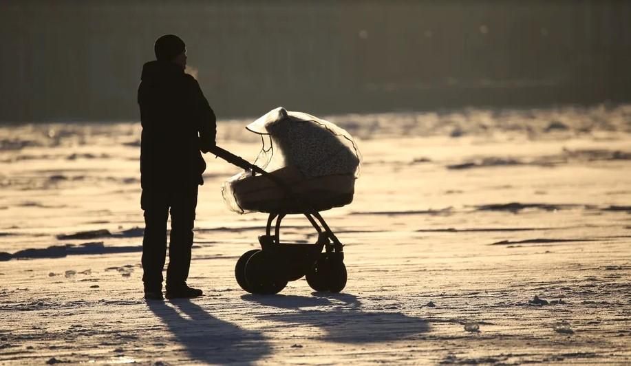 МЧС бьет тревогу! Потепление не останавливает петербуржцев от опасных прогулок по льду