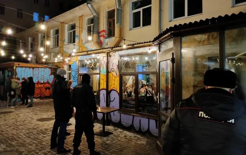 В Петербурге число закрытых баров в новогодние праздники достигло 15