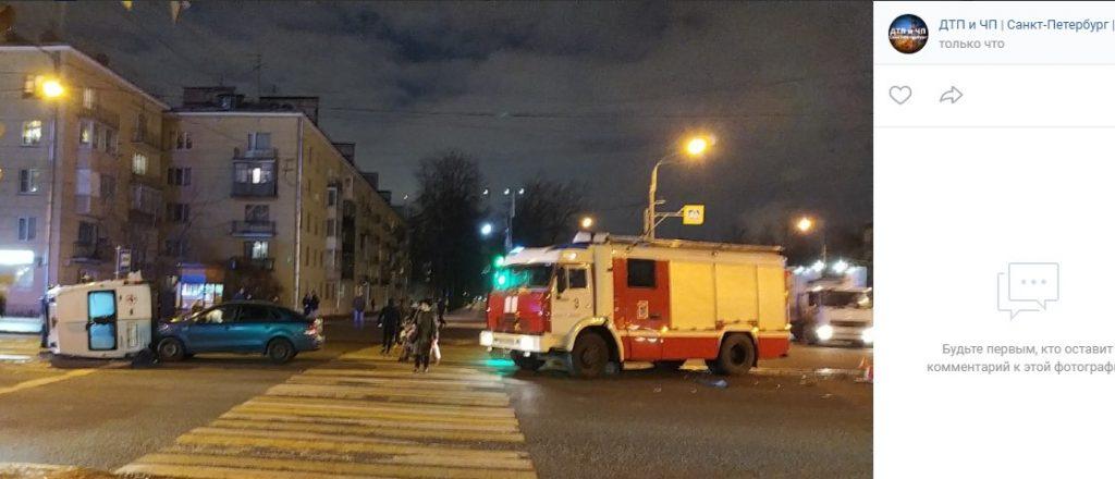 В ДТП на Орджоникидзе перевернулась скорая помощь