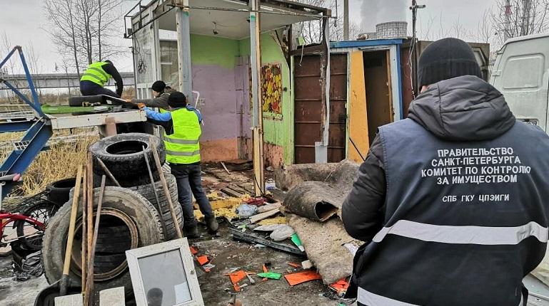 Десять незаконных автостоянок ликвидировали в Петербурге