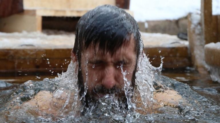 В Крещенских купаниях поучаствовали 36 тысяч петербуржцев