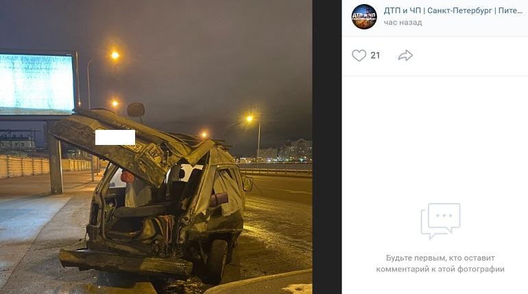 На Синопской набережной Kia влетела в припаркованные автомобили