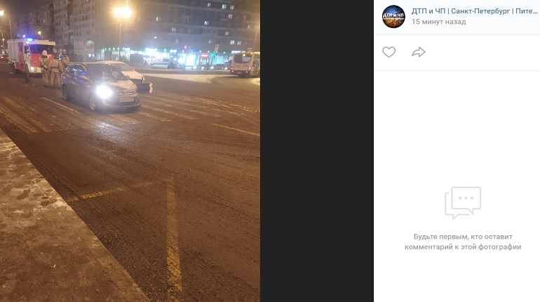 На Бухарестской улице авто и такси угодили в ДТП — на месте МЧС