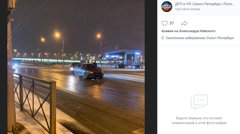 На площади Александра Невского два авто не поделили проезжую часть