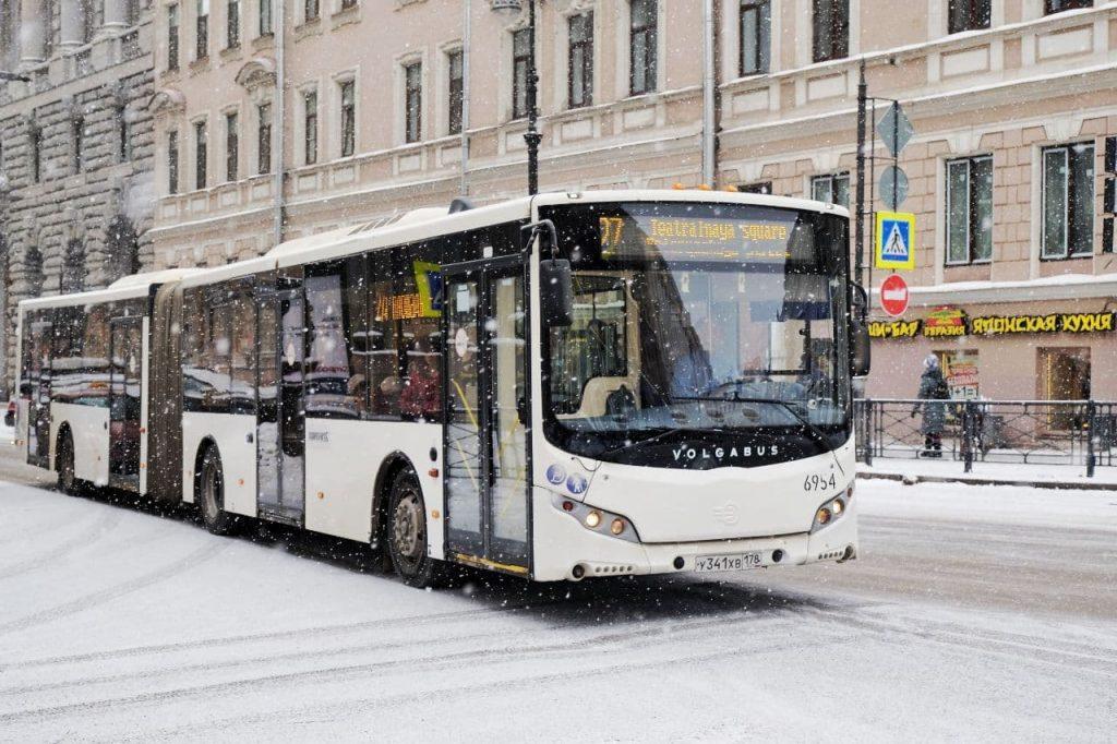 В Петербурге пассажирка потребовала 3 млн рублей за падение в автобусе
