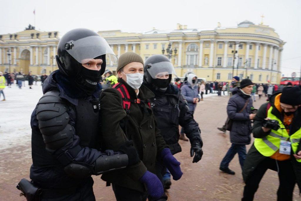 В Петербурге на митинге задержали около 200 человек