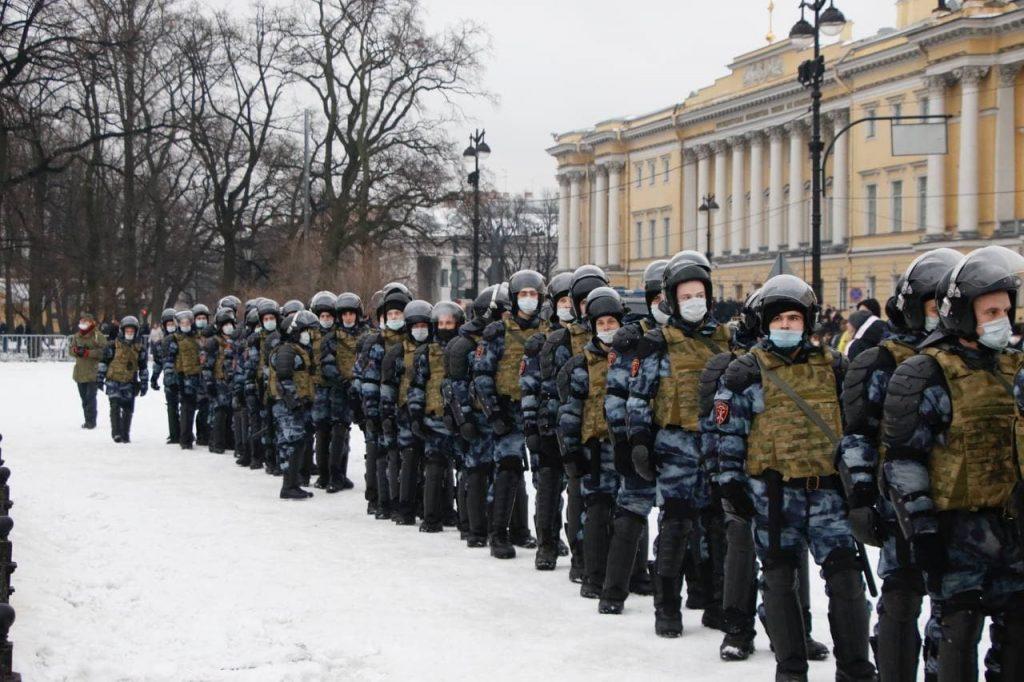 Наркотики нашли у подозреваемого в нападении на правоохранителя участника митинга 23 января