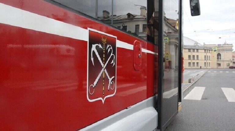 Петербуржцам объяснили, зачем троллейбусам нужны «умные» двери