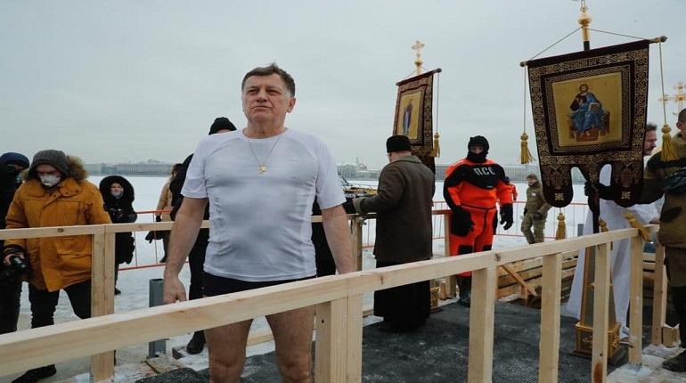 Макаров окунулся в купель у Петропавловской крепости