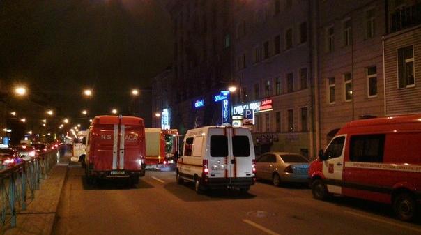 Пожар в коммуналке на Петроградке тушили почти четыре часа