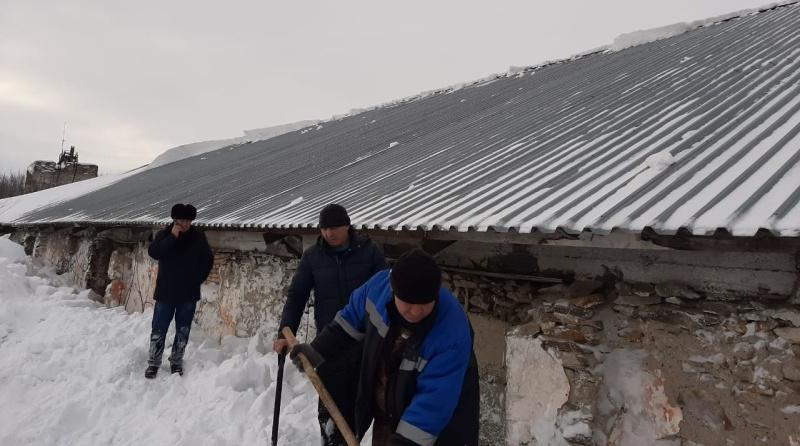 В Алтайском крае из-за схода снега с крыши погибли четыре человека