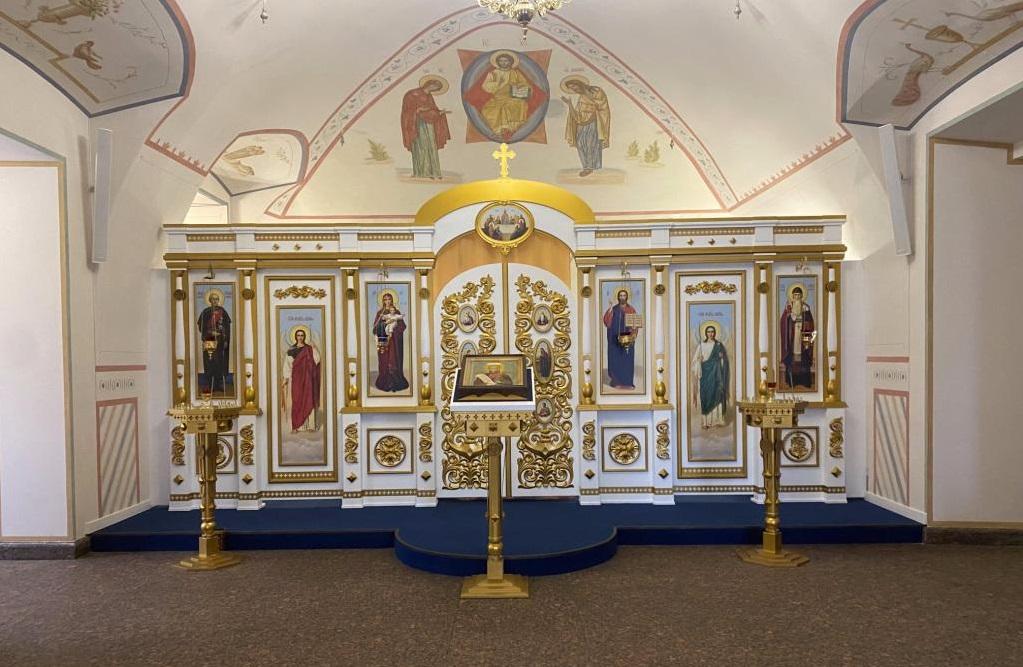 Заключенные колонии в Форносово сделали иконостас для петербургского храма