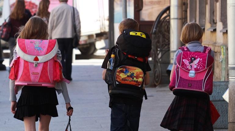 ПФР начал рассылать выплаты на школьников, как их получить — рассказывает Мойка78