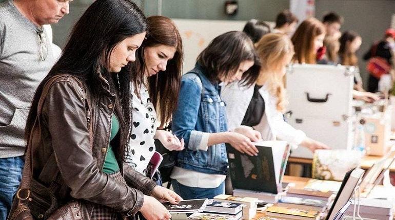 В павильоне «Ленфильма» пройдёт книжный фестиваль «Книги. Кофе. Весна»