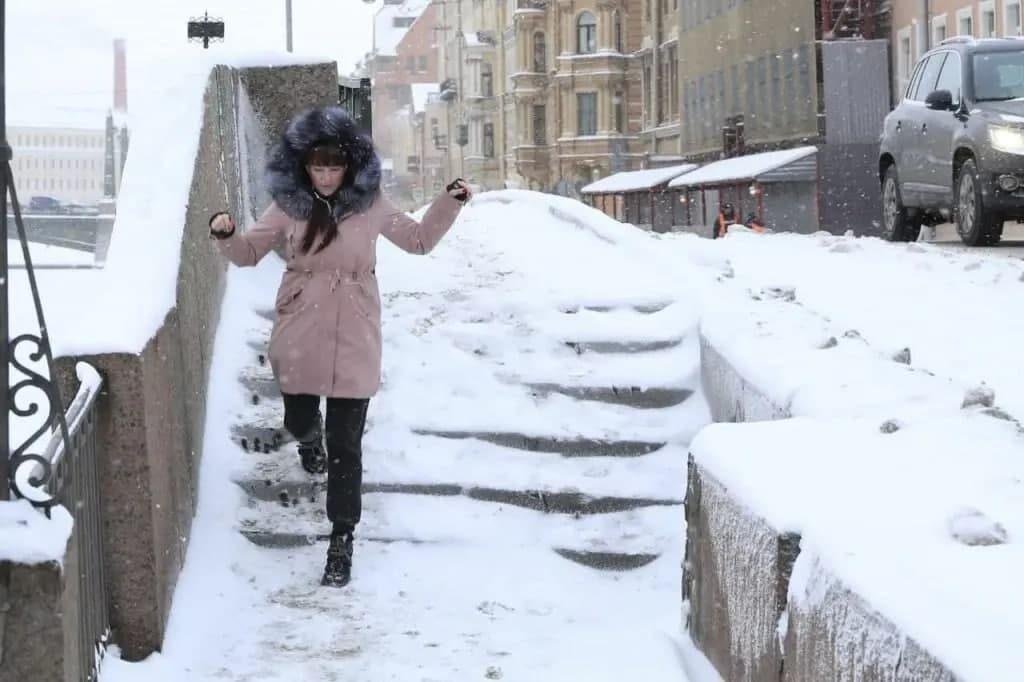 Гололед собирает петербуржцев в травмпунктах: число обращений увеличилось в разы