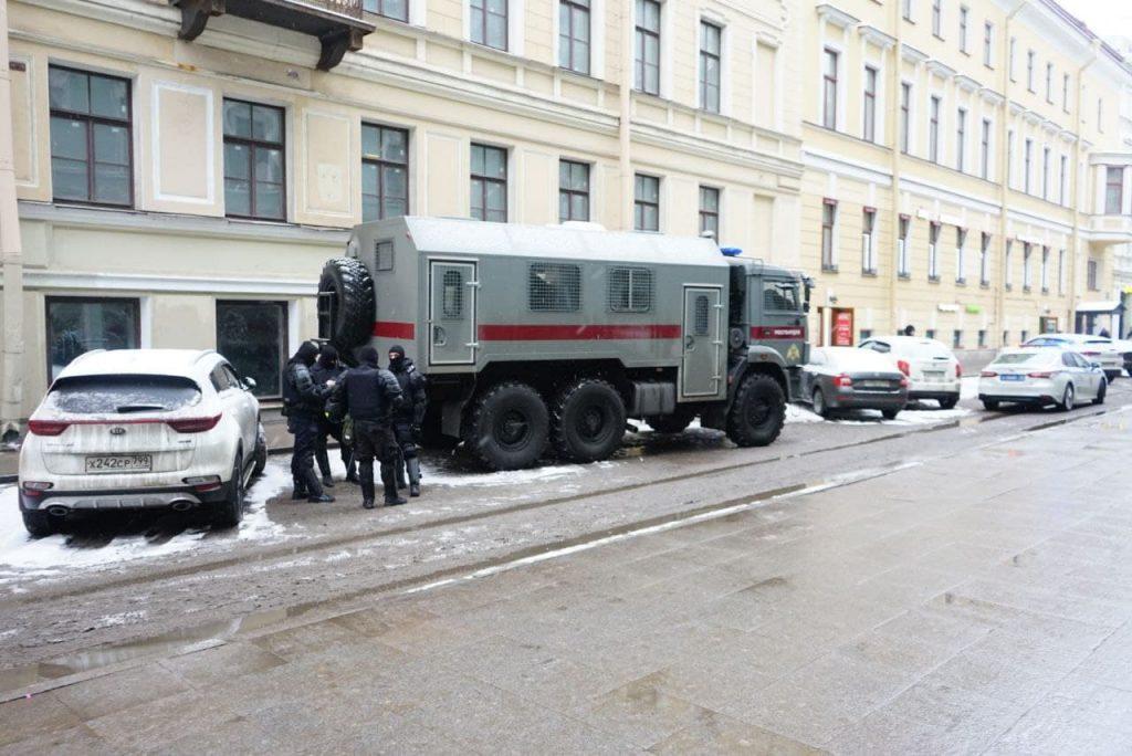 Невский проспект в оцеплении ждёт решения суда над Навальным