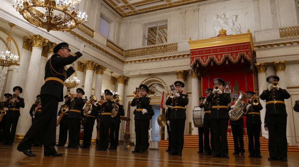 Военный оркестр поздравит петербуржцев с Днём защитника Отечества