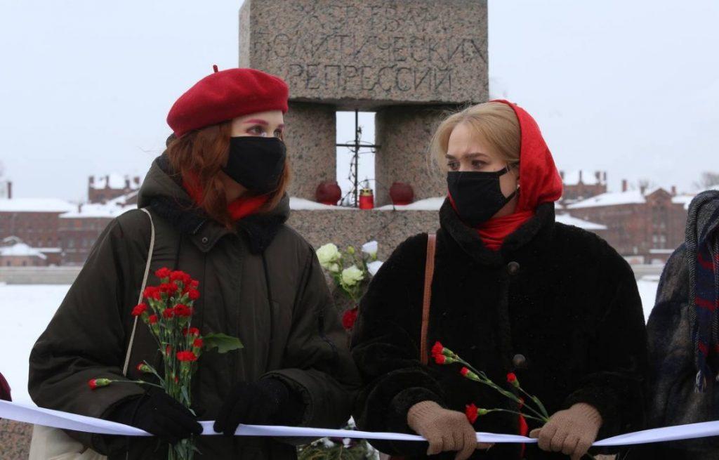 В Петербурге прошла несогласованная феминистская акция солидарности с политзаключенными