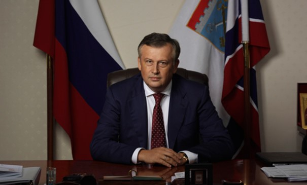 Дрозденко поздравил ленинградцев с Днем защитников Отечества
