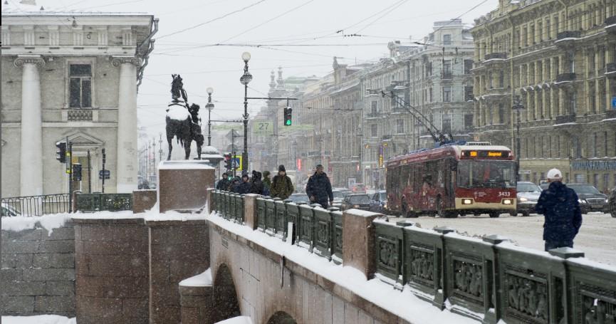 В четверг петербуржцы столкнутся с сильным ветром и мокрым снегом