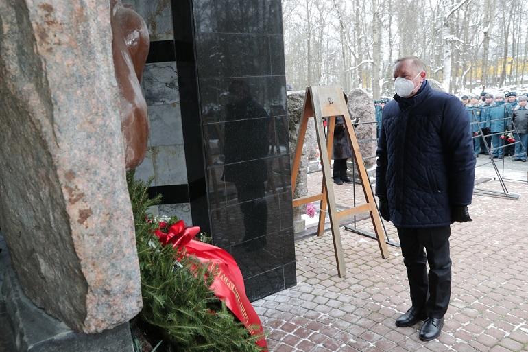 Беглов почтил память пожарных, погибших во время ликвидации пожара в гостинице «Ленинград»