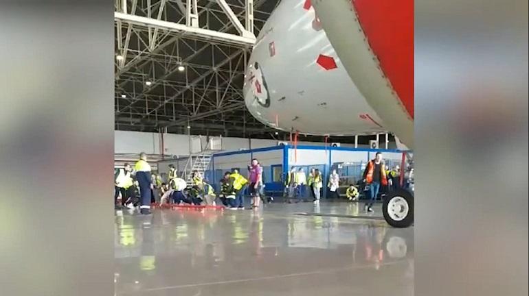 Петербуржец установил мировой рекорд по перетаскиванию самолета