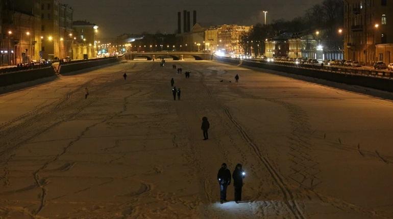 Фонари и «Цепь солидарности»: Валентинов день в Петербурге прибавил протесту любви
