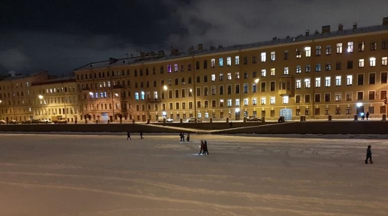 Петербуржцы выходят на флешмоб «Любовь сильнее страха»