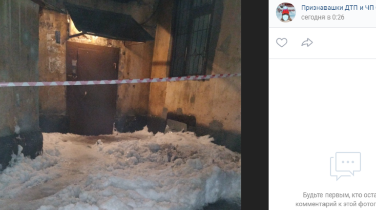 В Петербурге слякоть и льдины заблокировали входы в парадные