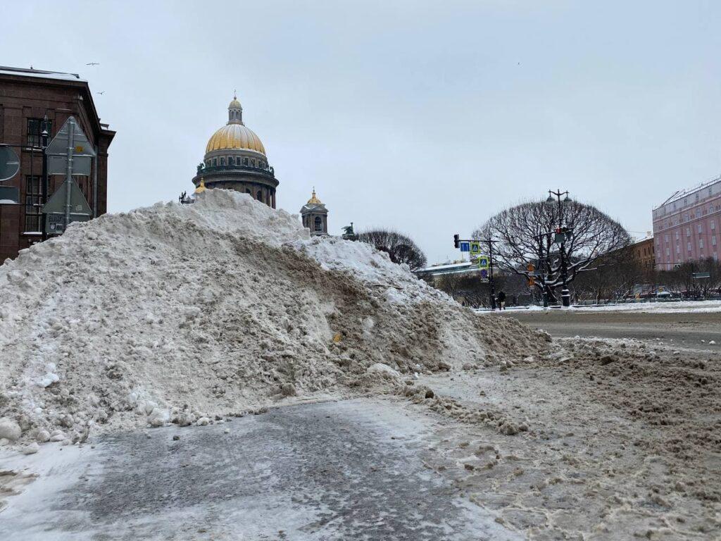 Итоги недели: День защитника Отечества, болота из растаявшего снега, скандальное групповое изнасилование и проклятый отель