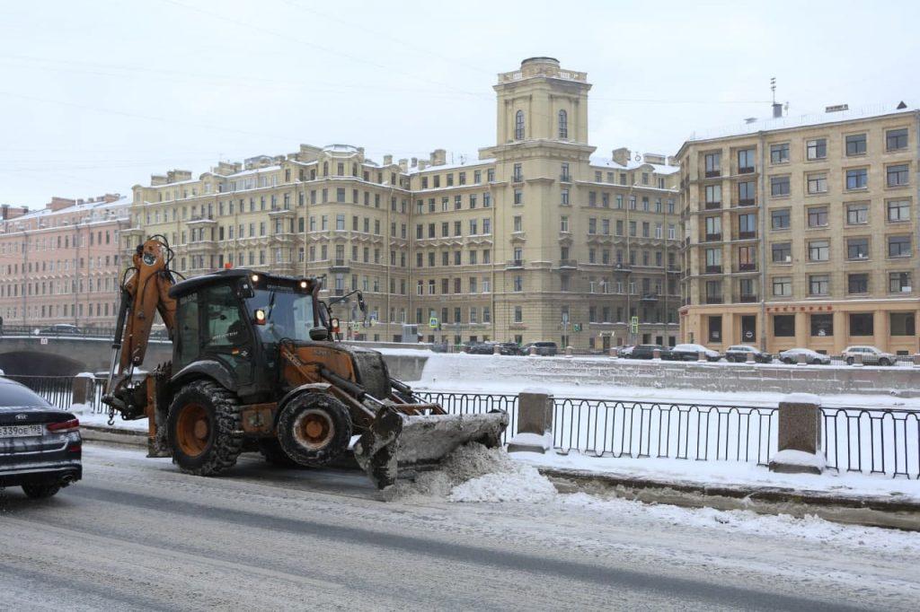 Во время февральского снегопада из Петербурга вывезли 124 тыс. кубометров снега