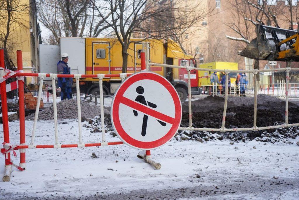 На улице Костюшко стоит пар из-за прорыва трубы с кипятком