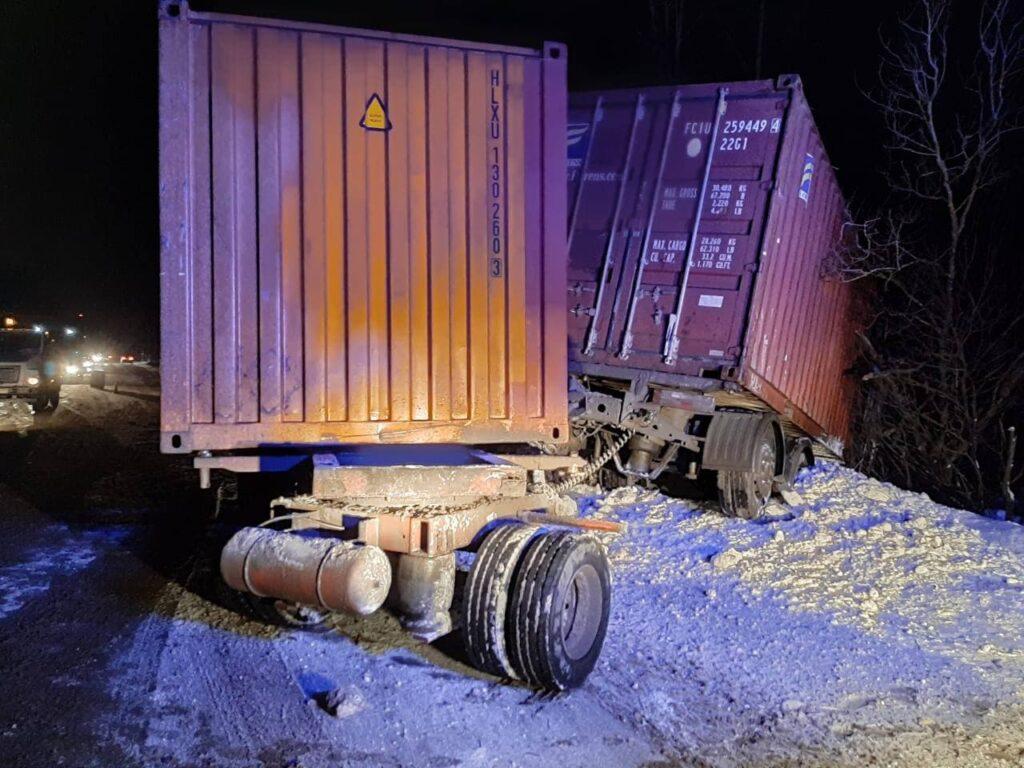 Число аварий по вине водителей большегрузов в Петербурге и в Ленобласти сократилось на 43%