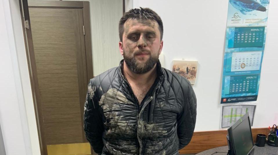 В Ленсоветовском задержали троих подозреваемых в нападении на пьяного в машине
