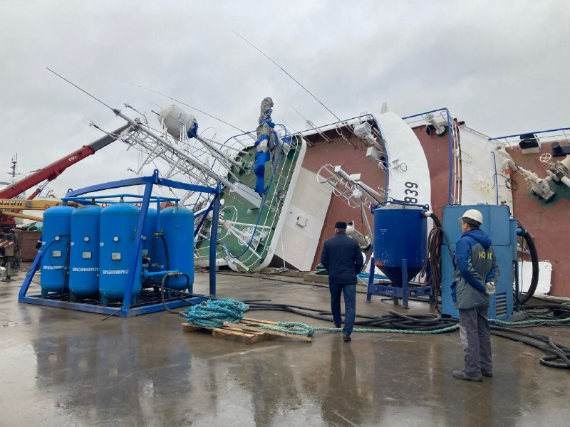 У перевернувшегося судна на заводе «Пелла» обнаружили труп