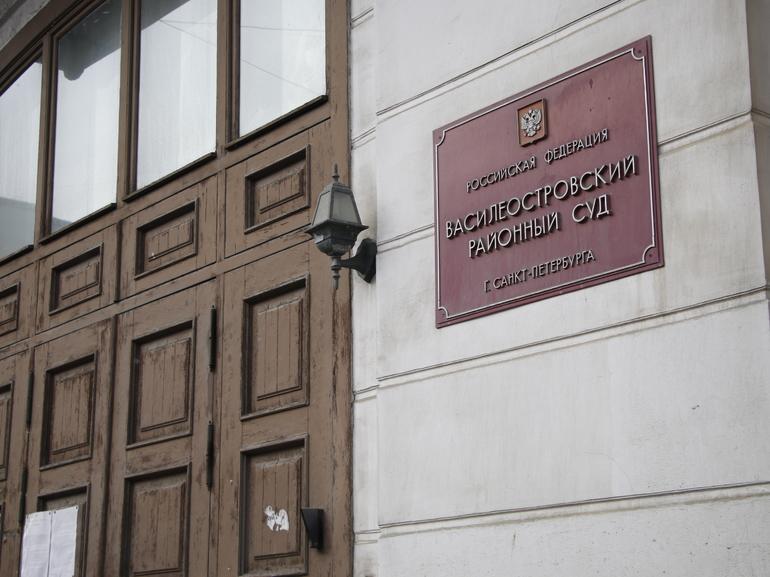 В суд Василеостровского района ушло дело любителя покататься на чужой машине