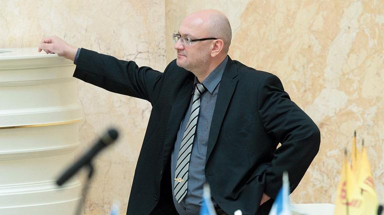 Петербургская прокуратура нашла следы причастности депутата Резника к хранению наркотиков