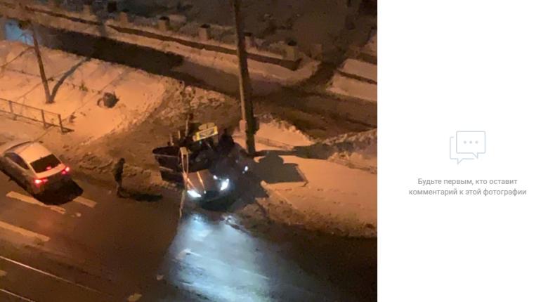 Иномарка проиграла светофору в ДТП на Торжковской