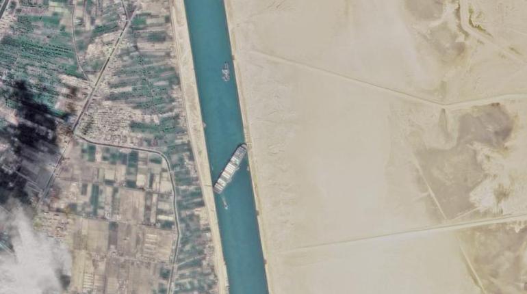 Навигация по Суэцкому каналу в Египте возобновилась