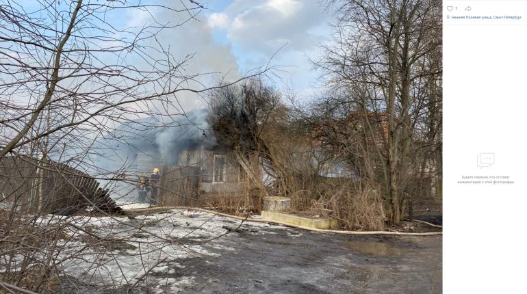 В Коломягах сгорел небольшой деревянный дом
