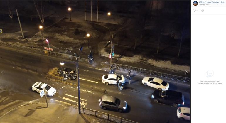 Mercedes и Hyundai жестко столкнулись на Планерной улице