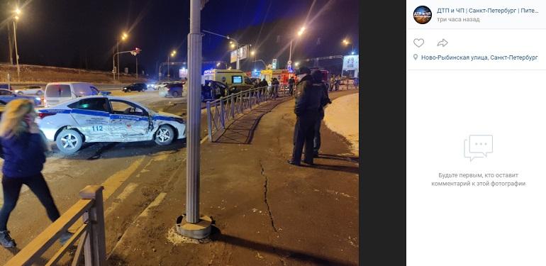 Очевидцы сообщили о ДТП в Московском районе с участием машины полиции