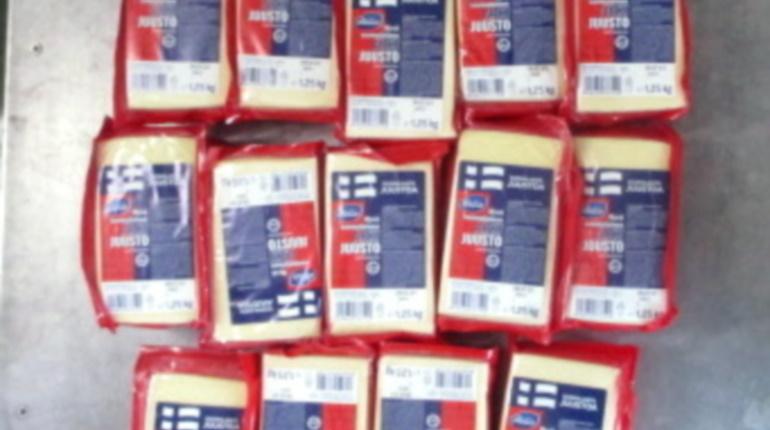 В Карелию из Финляндии пытались ввезти 20 кг сыра под сиденьем