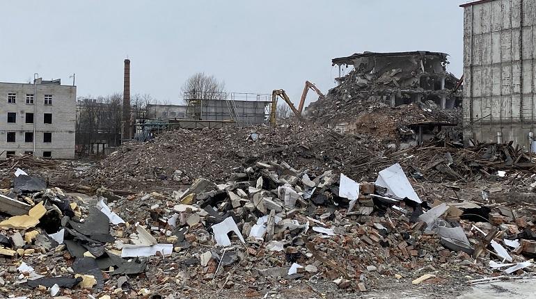 Фоторепортаж: в Петербурге сносят здания «Петрохолода»
